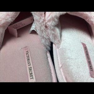 Victoria's Secret Shoes - NWTVictoria's Secret 💋Bow Slippers